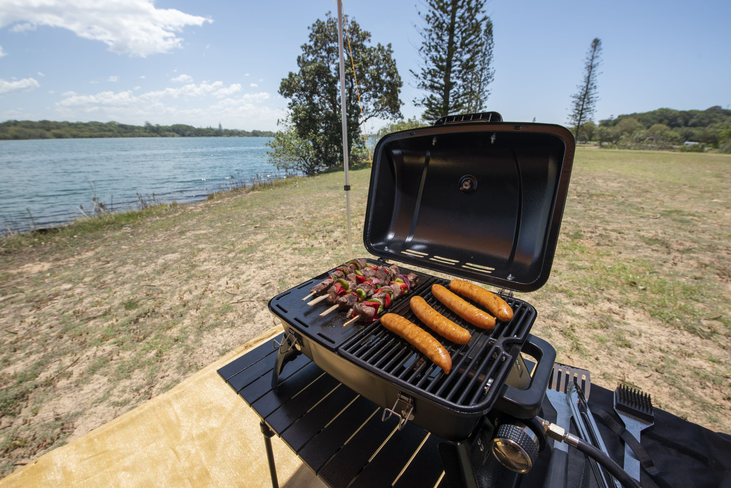 Gasmate Voyager Portable Gas Bbq Review gasmate voyager portable gas bbq | temp gauge | hotplate